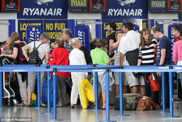 Fila de embarque Ryanair no aeroporto